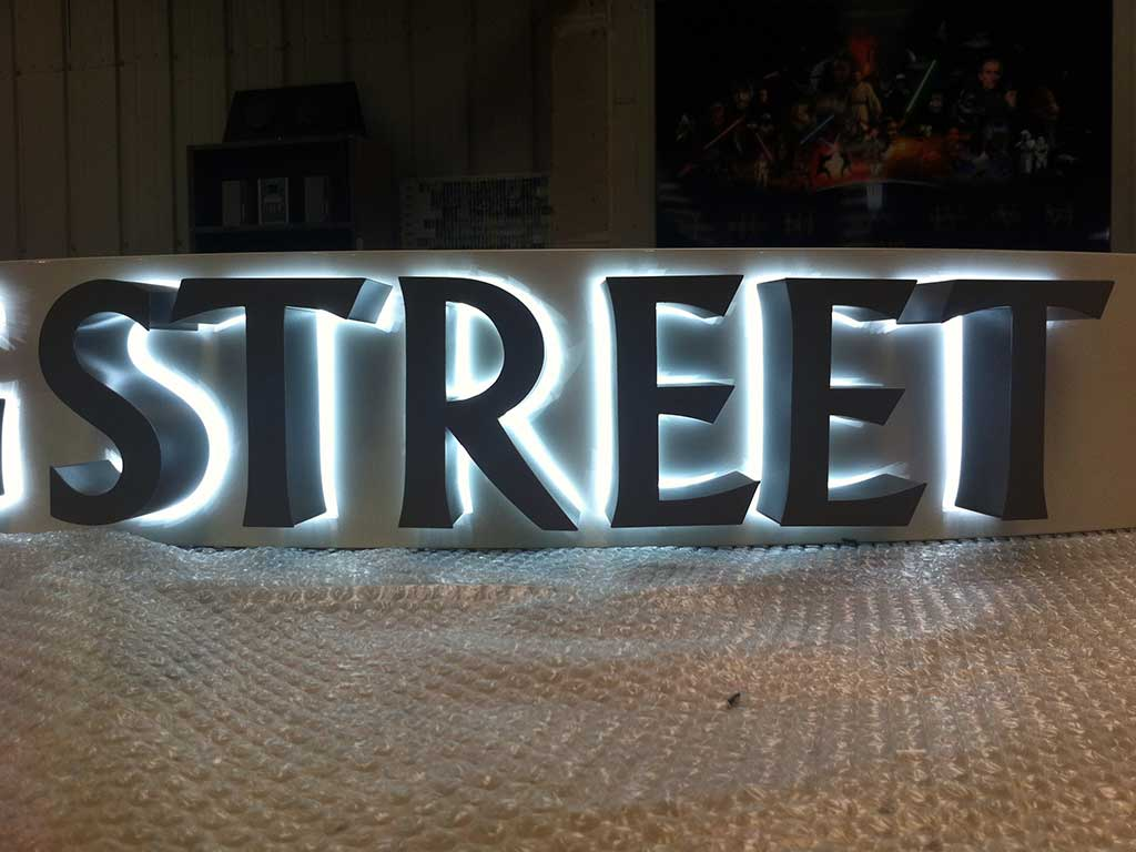 Halo glow 3d lettering